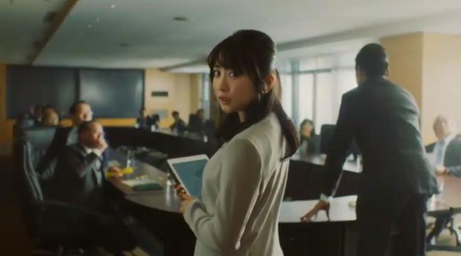 ブルボンプチシリーズCMの女優は誰?会議に出席する女性秘書は志田未来!